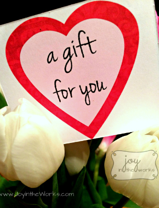 A Gift for You: 14 Acts of God's Love: Flowers to a Single Friend: White Tulips