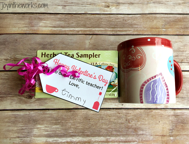 Valentine's Day Gift Ideas for Teachers: Tea for a TEA-riffic teacher with a free printable gift tag (1 of 8)