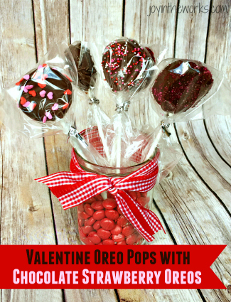 Valentine Oreo Pops using Chocolate Strawberry Oreos