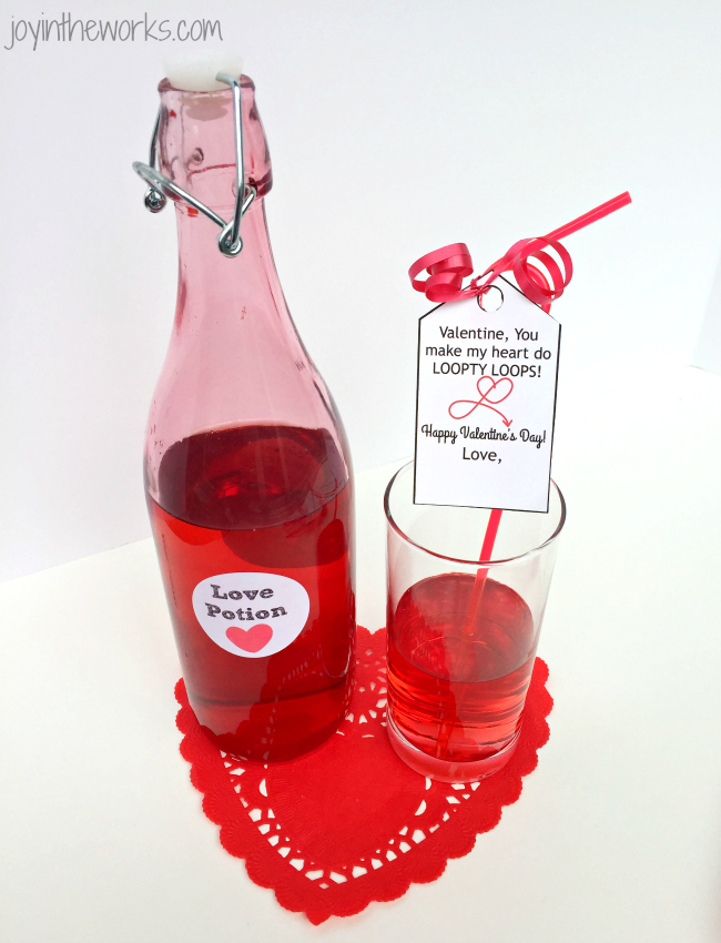 Use these Silly Straw Valentine Tags as an easy non-candy class valentine option to go with silly straws or crazy straws. Includes free printable Valentine gift tag with Loopty Loop message.