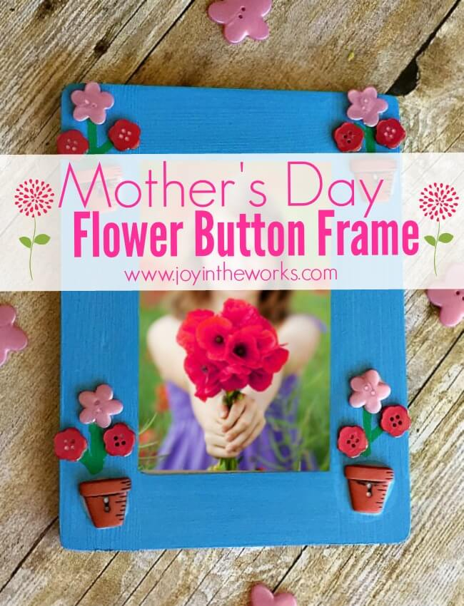 Such an easy Mother's Day gift! To mkae a Mother's Day Flower Button Frame simply paint a frame, add flower buttons (and flower pot buttons if you are lucky enough to find them!) and add stems! So easy that a kid not only can make it, but should make it as a gift for a mom or a grandmother!