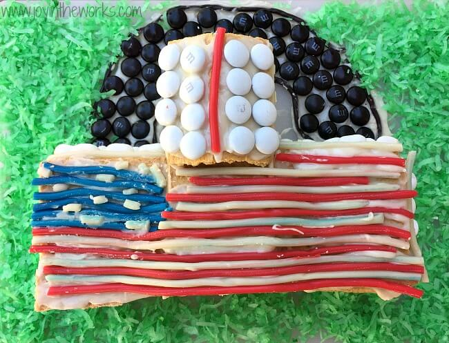 Looking for a 4th of July family fun activity? How about making a graham cracker White House and decorating it with red, white and blue patriotic candy? Gingerbread Houses aren't just for Christmas anymore, especially since candy house decorating always brings the family together! =) Step-by-step graham cracker house instructions included.